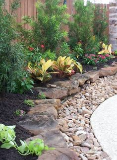 Landscaping And Outdoor Building , Natural And Beautiful Stone Borders For Landscaping : Beautiful Stone Borders Layered With River Rocks And Mulches