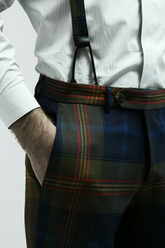 Tartan trousers and suspenders - made in Italy with love. Also like these trousers too! Style Gentleman, Gentleman Mode, Sharp Dressed Man, Well Dressed Men, Style Dandy, Look Fashion, Mens Fashion, Fashion Suits, Tartan Pants