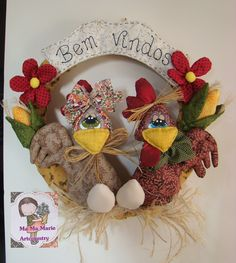 Felt Crafts, Diy And Crafts, Chicken Pattern, Chicken Crafts, Frame Wreath, Christmas Quotes, Amigurumi Patterns, Pattern Making, Burlap Wreath