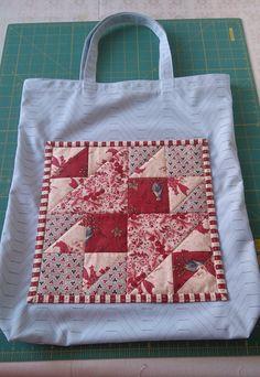 Nákupní taška s patchworkovou kapsou, vytvořeno pro setkání patchworkového klubu. Reusable Tote Bags, Scrappy Quilts