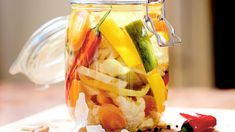 Italský název lze přeložit jako zahrada ve sklenici a odkazuje na tradiční způsob uchovávání úrody. Salads, Vegetables, Food, Essen, Vegetable Recipes, Meals, Yemek, Salad, Veggies