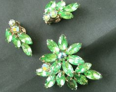 Vintage green rhinestone brooch and earring by ConMisManosVintage