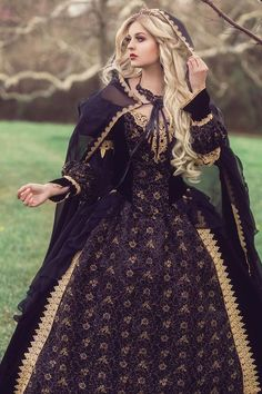 kleider hochzeit Custom Black and Gold or Silver Gothic Sleeping Beauty Medieval Fantasy or Wedding Gown Your . Medieval Dress, Renaissance Dresses, Medieval Clothing, Medieval Fantasy, Gypsy Clothing, Royal Clothing, Steampunk Clothing, Wedding Dress Black, Wedding Dresses