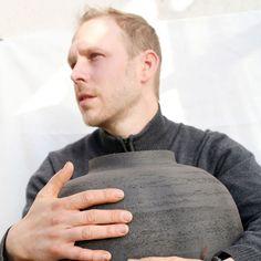 LaoLin | Olivier Lamboley | Grès Noir. Céramique, ceramic, céramiste, designer. De la terre et des mains. https://www.instagram.com/laolin_design/    Photographie : Amélie Vuillon | m+nature | http://www.mplusnature.com/ | https://www.instagram.com/amelie.vuillon/