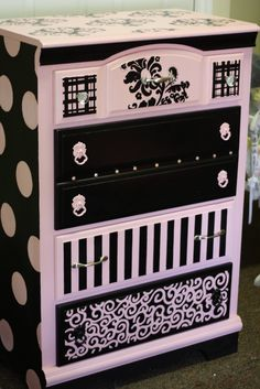 Sparkles: October 2010 Source by thepaintbrush Cute Furniture, Hand Painted Furniture, Refurbished Furniture, Repurposed Furniture, Furniture Projects, Furniture Making, Furniture Makeover, Diy Projects, Black Furniture