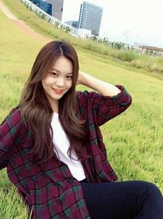 Read × Umji × from the story Kpop Girl Groups, Korean Girl Groups, Kpop Girls, Extended Play, Kim Sohyun, Pose, Kim Ye Won, Summer Rain, Foto Instagram
