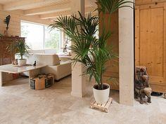 Le travertin Rustic ressort très bien avec des éléments en bois et des couleurs crèmes. – stonenaturelle
