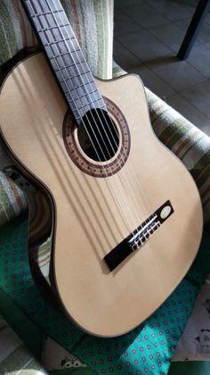 Chitarra classica elettrificata Salvador Cortez