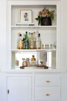turning a built-in buffet into a bar station Photography : Amy Bartlam Read… Built In Bar Cabinet, Built In Buffet, Built In Cabinets, Built In Shelves, Built Ins, Bookshelf Bar, Bookcase, Living Room Bar, Bar In Dining Room