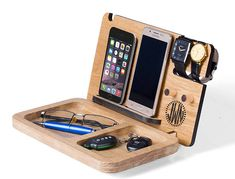 Docking station for 2 Phones Mens Christmas gift custom engraving Iphone and android docking station desk organizer anniversary gift Şarj Diy Wood Projects, Woodworking Projects, Leaving Gifts, Employee Gifts, Christmas Gifts For Men, Business Gifts, Desk Organization, Custom Engraving, Corporate Gifts