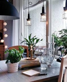 Knåpar ihop veckomenyn och planerar storhandling. Tråkigt och ospontant? Kanske. Fast det är ju inte jag som kommer stå och stampa, trött och frustrerad, i Ica-kön en regnig kväll efter jobbet... Muahahaaa! . . . #myhome #stilleben #homespose #kitchen #eclectichome #svenskahem #swedishhome #skandinaviskahem #skandinaviskehjem #scandinavianhome #scandicinterior #scandinavianinterior #nordichome #nordicinterior #inredning #interiör #interior #interiordesign #interieur #interiør… Table Decorations, Furniture, Home Decor, Decoration Home, Room Decor, Home Furnishings, Home Interior Design, Dinner Table Decorations, Home Decoration