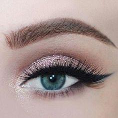 Rose glitter for blue/green eyes, long lashes. Bridal Make Up inspiration. Modern bridal make up. Gorgeous Makeup, Pretty Makeup, Love Makeup, Makeup Inspo, Makeup Ideas, Flawless Makeup, Perfect Makeup, Makeup Hacks, Makeup Tutorials