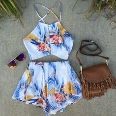 Floral crop top and shorts Cute Summer Outfits, Holiday Outfits, Summer Wear, Spring Summer Fashion, Spring Outfits, Cool Outfits, Casual Outfits, 2 Piece Outfits, Two Piece Outfit