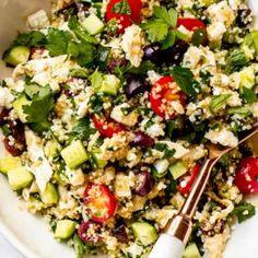 Meal prep lemon chicken quinoa salad with healthy veggies, lean protein, and zesty vinaigrette Chicken Quinoa Salad, Greek Chicken Salad, Chicken With Olives, Quinoa Salad Recipes, Greek Salad, Healthy Meal Prep, Healthy Salads, Healthy Recipes, Sin Gluten