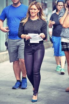 Hilary Duff was spotted on the set of Younger in New York City on Monday, 29h September, 2014. Hilary was looking pretty in black…