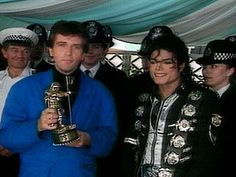 MJ and singer Peter Gabriel who presents Michael with the 1988 MTV Video Vanguard Award London  September 7 1988