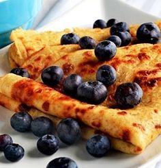 Grove pannekaker metter godt og kan spises til både frokost, lunsj, middag og kvelds. De kan serveres både varme og kalde. Denne oppskrifta gir ca 16-18 pannekaker, nok til 2 voksne og 2 små barn. ...
