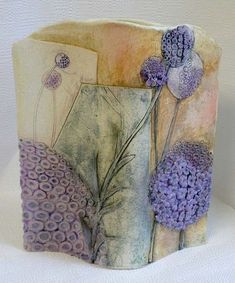 Elaine Hind - beautiful pottery with flowers - Platten Tassen Gefäß - Vase ideen Hand Built Pottery, Slab Pottery, Pottery Vase, Ceramic Pottery, Ceramic Clay, Ceramic Vase, Sculptures Céramiques, Clay Vase, Ceramic Techniques