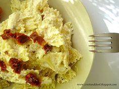 Farfalle z ricottą i suszonymi pomidorami Ricotta, Cauliflower, Vegetables, Food, Cauliflowers, Essen, Vegetable Recipes, Meals, Cucumber