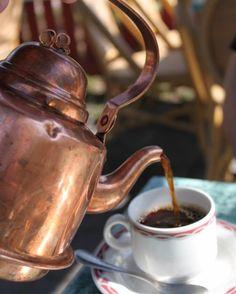 Bom dia!!!!! vai um cafézinho aí!