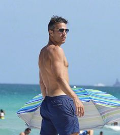 Wow glory its hard to find a nice photo where his face looks robin van persie enjoying their vacation in miami voltagebd Images