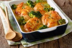 Tender and juicy meat, broccoli and appetizing Golden cheese crust. Ingredients: chicken g mozzarella g g ch Chicken Casserole, Poultry, Cauliflower, Macaroni And Cheese, Healthy Recipes, Healthy Food, Recipies, Good Food, Meat