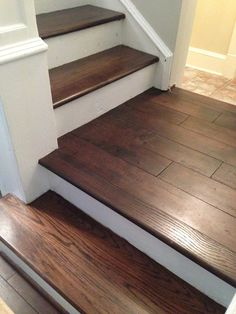 Stained oak treads blend perfectly with this gorgeous wire-brushed solid oak flo. - Stained oak treads blend perfectly with this gorgeous wire-brushed solid oak flo. New Decor Trends Stairs St