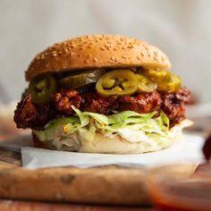 Spicy Chicken Sandwiches, Spicy Fried Chicken, Chicken Sandwich Recipes, Fried Chicken Sandwich, Burger Recipes, Sandwich Menu, Tandoori Masala, Chicken Patties, Deli Food