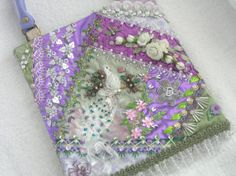 the most extrairdinary victorian patchwork crazy quilts Crazy Quilt Stitches, Crazy Quilt Blocks, Crazy Quilting, Quilting Ideas, Silk Ribbon Embroidery, Embroidery Stitches, Peacock Purse, Contemporary Quilts, Quilt Stitching