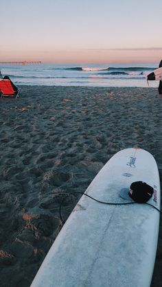 Surfing holidays is a surfing vlog with instructional surf videos, fails and big waves Marinha Wallpaper, Wallpaper Praia, Et Wallpaper, Surfing Wallpaper, Beach Aesthetic, Summer Aesthetic, Surf Girls, Summer Feeling, Summer Vibes