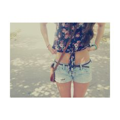 Wish I could were shorts mayb by summer if I keep working out I will look good in shorts like this lol