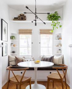 🍀Cub & Clover 🍀 This modern boho dining nook by Katie Hodges Design balances just the right amount of bohemian and modern. copycatchic recreates it for less! luxe living for less budget home decor and design daily finds and room redos Dining Nook, Room Design, Interior, Dining Room Design, Living Room Scandinavian, Home Decor, House Interior, Dining Room Decor, Interior Design