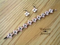 Delicate Blossom Perky Pips Bracelet and by WescottJewelry on Etsy (Pattern Available)