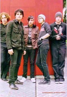 Look at frankies little legs, and Mikeys sass!