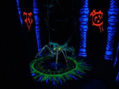 Google Image Result for http://www.halloweenforum.com/members/terra-albums-halloween-haunt-11-castle-terra-force-darkness-picture102938-pneumatic-spider-throne-room.jpg
