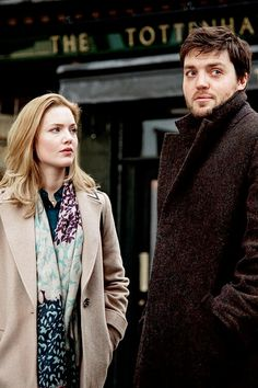 The Cuckoo's Calling. Loved the first episode. Tom Burke Cormoran Strike, Holiday Grainger, Bruce Davison, Lightning Scar, Mystery Show, Witches Of East End, Bbc Musketeers, Crazy Ex Girlfriends, Detective Series