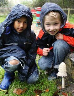 Scharrelkids - IVN Scharrelkids nodigt je uit om vaker met je (klein)kinderen naar buiten te gaan.   Waarom Scharrelkids? Omdat de kinderen van nu 50% minder buiten spelen dan twintig jaar geleden. Kinderen hebben daardoor minder betrokkenheid met de natuur, met alle gevolgen van dien. IVN Natuur- en Milieueducatie heeft daarom in 2010 een gidsje onder de naam Scharrelkids uitgegeven en een website gemaakt.