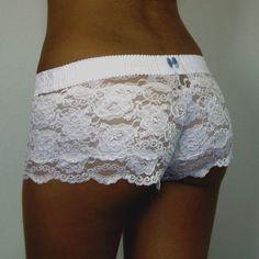 "Weiß mit blauem Schleifchen für das ""soemthing blue"" http://www.foxers.com/panties/lace-boxers/white-white-lace-boxers-blue-bow.html"