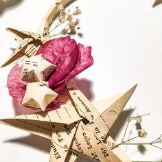 Une couronne de fleurs séchées avec des Origami, ça vous dit ?  Apprenez à réaliser les étoiles du bonheur pour faire votre couronne Dit, Decoration, Gift Wrapping, Paper Strips, Flower Crowns, Dried Flowers, Bonheur, Decor, Gift Wrapping Paper
