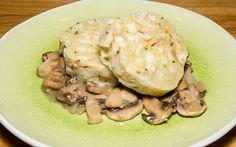 Schnell, einfach und köstlich! Ob als Beilage oder Hauptgericht z.B. mit Pilzsauce - Serviettenknödel mag jede*r, oder?