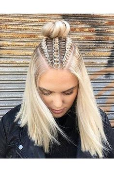 Braids With Hair Rings for Music Festivals Teen Vogue Curly Hair Styles, Natural Hair Styles, Hair Braiding Styles, Hair Hoops, Cool Braids, Teen Vogue, Pretty Hairstyles, Easy Hairstyles, Cute Hairstyles With Braids