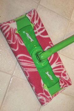 How to Make Reusable Swiffer Cloths ~ easy and inexpensive! Prevents throwing out all those Swiffer wipes | The Happy Housewife