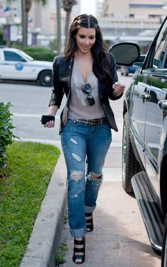 #kimk #rippedjeans #blackjacket