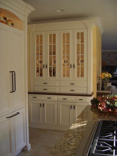 A built-in hutch is perfect for any home. -- no counter but nice edge betw top and bottom cabinets Kitchen Hutch, Kitchen Dinning, Kitchen Nook, Kitchen Redo, New Kitchen, Kitchen Remodel, Dining Room, Kitchen Ideas, Built In Hutch