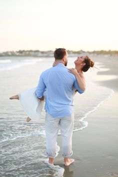 Let's talk about the perfect ingredients for a drop-dead gorgeous e-session, shall we? I'm talking a breathtaking sunset, a glistening beach and an adorable duo who know a thing or two about romantic moments, toes in the sand included. Now add the crazy