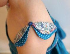 This sleeve detail slays me. Kurti Sleeves Design, Sleeves Designs For Dresses, Kurta Neck Design, Dress Neck Designs, Sleeve Designs, Frocks For Girls, Dresses Kids Girl, Kids Outfits, Baby Girl Dress Patterns