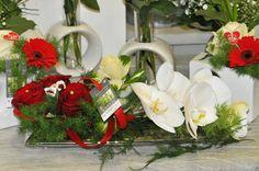 Jolie composition rouge et blanche à poser au centre de la table ou sur un buffet - Saint Valentin 2016 chez Arum Nature fleuriste sur Oléron