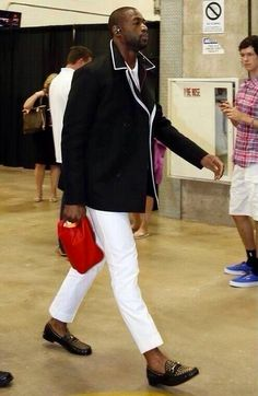 Men's Fashion Flash: Dwyane Wade's NBA Finals Game 4 Gucci Black Canvas Peacoat and Roos Studded Leather Loafers Nba Fashion, Mens Fashion Shoes, Tomboy Fashion, Daily Fashion, Fashion News, Dwyane Wade, Sharp Dressed Man, Leather Loafers, Studded Loafers