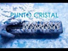 Punto Cristal en telar maya/ Crystal stitch on loom Loom Knitting Patterns, Knitting Projects, Loom Board, Loom Hats, Round Loom, Crocodile Stitch, Hairpin Lace, Star Stitch, Crochet Videos
