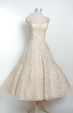 Vintage Clothes Vintage Ceil Chapman Woven Gown - Love this. I love dresses from the and Vintage Gowns, Vintage Wear, Vintage Outfits, Dress Vintage, Vintage Clothing, Vintage Bridal, 1950s Fashion, Vintage Fashion, Ladies Fashion